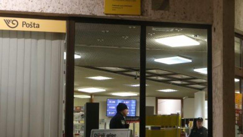 Pasi pagoi faturat në një postë në Zagreb të Kroacisë  gruaja u tha se është me coronavirus